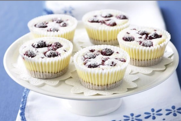 Berry mascarpone mini cheesecakes